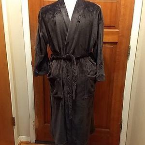 Ulta men's dark grey plush robe. With pockets.